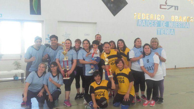 Los finalistas del Torneo Amistad que llevó adelante la escuela 711 en el marco de su 40° aniversario.