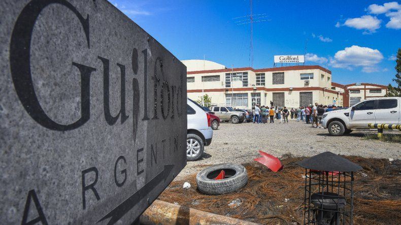 La empresa ya les adeuda al menos cuatro quincenas a los trabajadores de Guilford