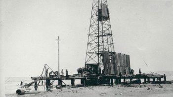 Comodoro Rivadavia fue desde comienzos del Siglo XX y durante gran parte de esa centuria el epicentro de la explotación petrolera en la Argentina.