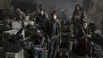 Felicity Jones es la protagonista principal de Rogue One una historia de Star Wars, el nuevo capítulo de Star Wars.
