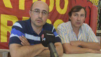 Damián Pessolano, concejal de Perito Moreno que representa al Partido Obrero, ofreció ayer una conferencia de prensa acompañado por Omar Latini.