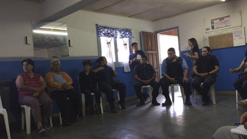 En la sede del barrio 28 de Junio de Esquel se realizó la reunión del Foro de Seguridad.