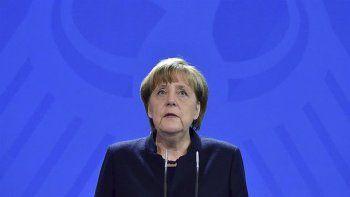 La canciller alemana, Angela Merkel garantizó el total esclarecimiento del atentado del lunes.