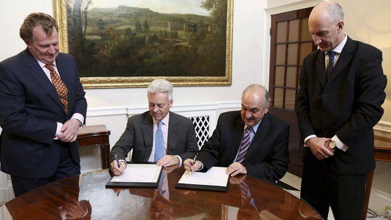 Argentina y el Reino Unido avanzaron acuerdos por vuelos a Malvinas.