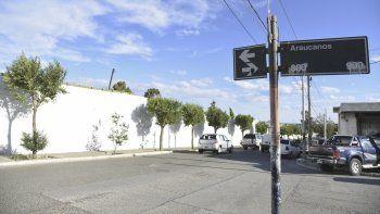 La mujer fue asaltada sobre Islas Leones y Araucanos, frente al Cementerio Oeste.