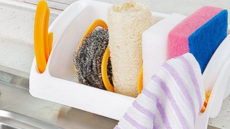 ¿Cada cuánto hay que renovar los trapos rejilla y las esponjas en la cocina?
