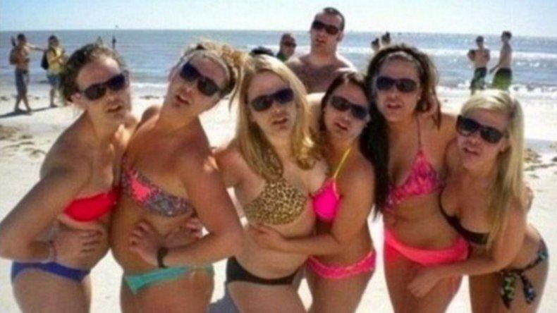 Una foto de chicas en bikini y un detalle que pocos logran captar
