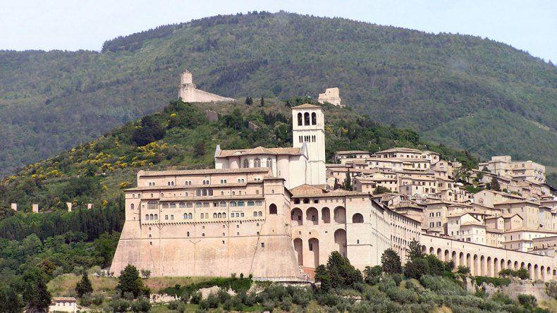 Hoteles italianos ofrecen habitaciones gratuitas a quienes conciban allí