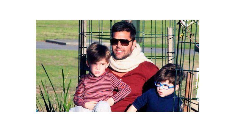 El mal momento de Ricky Martin por el estado crítico de su padre