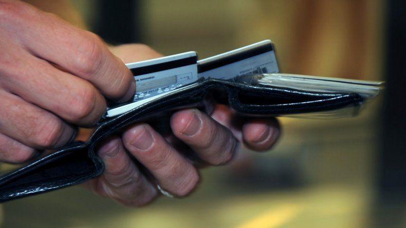 Efectivo, débito o crédito: ¿qué conviene a la hora de irse de vacaciones?