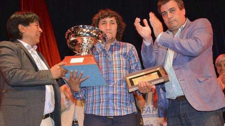 El padre del futbolista elegido como el mejor deportista 2016 de Caleta Olivia