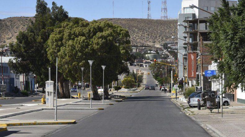 La avenida Lisandro de la Torre y otras calles principales de la zona céntrica caletense permanecieron casi desiertas hasta cerca del mediodía del primer día de 2017.