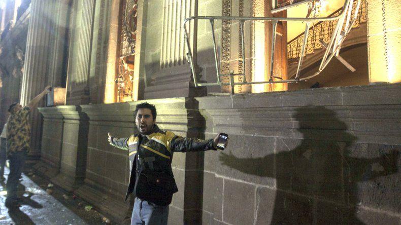 Uno de los sitios de Ciudad de México atacados durante la noche del jueves por los manifestantes.