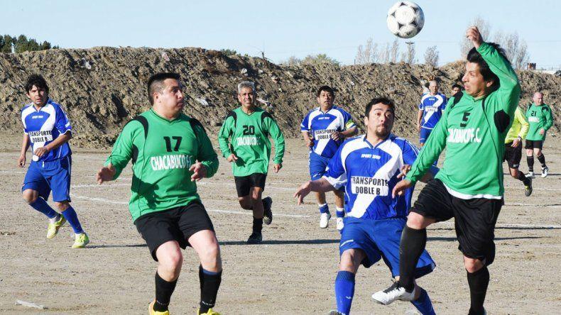 Esta tarde la Asociación Futbolistas Veteranos de Comodoro Rivadavia continuará con la definición de sus torneos.