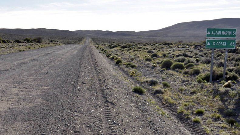 El gobernador Mario Das Neves firmó ayer en Rawson el contrato para la pavimentación de la ruta 63.