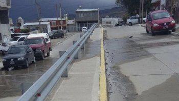 En la calle La Pinta piden la presencia de la SCPL con una solución efectiva a una pérdida de agua.