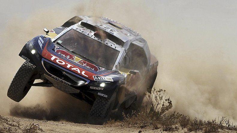 El francés Stephane Peterhansel es el líder en autos del Rally Dakar.