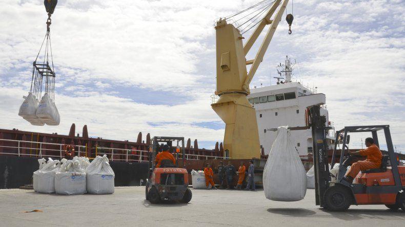 Estibadores reclaman  trabajo en el puerto