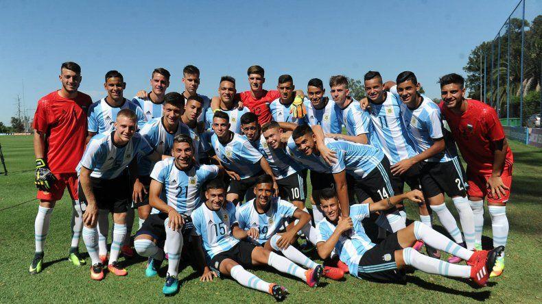 La selección argentina Sub 20 de fútbol viajará esta tarde a Quito para jugar el Sudamericano.