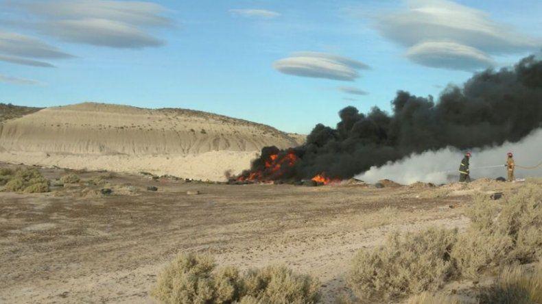 Importante incendio de neumáticos en Kilómetro 17