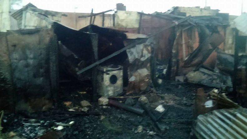 Las llamas consumieron dos viviendas en el barrio de 21 de Junio de Sarmiento