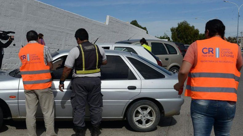 Inspeccionaron 60 autos y 17 contaban con deudas