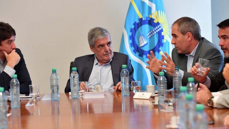 Das Neves encabezó reunión de gabinete con ministros