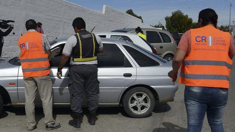 El municipio realizó ayer controles automotores para verificar el grado de cumplimiento del impuesto automotor.