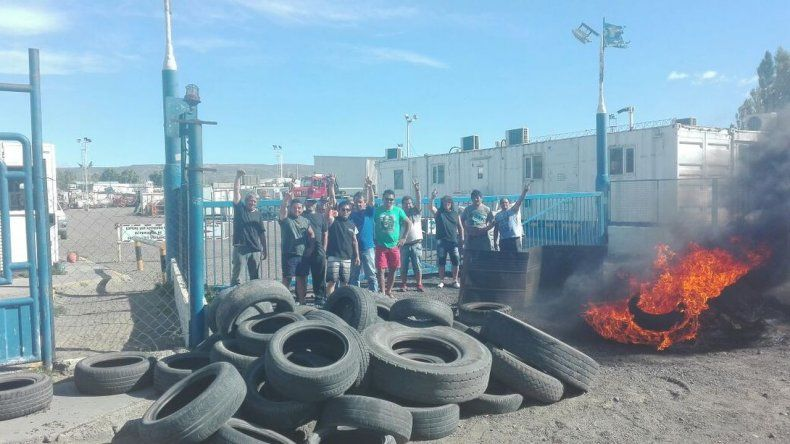 Trabajadores de SP hacen una vigilia en YPF