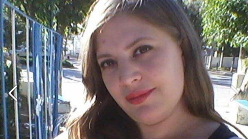 {altText(#NIUNAMENOS. Débora tenía 28 años y fue asesinada a golpes por su pareja.,La forense ratificó que Débora Gisell  Martínez falleció por asfixia mecánica)}