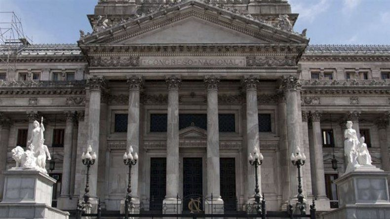 La batalla por los decretos de Macri se traslada al Congreso.