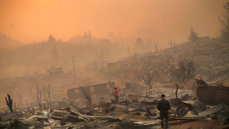 Los incendios en Chile ya se cobraron la vida de once personas. El siniestro es considerado como uno de los más grandes de la historia en el mundo.