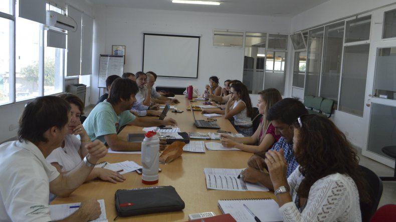 Representantes de CORFO; de la Secretaría de Agricultura Familiar; del Ministerio de Producción y del IAC participaron de una mesa de trabajo.