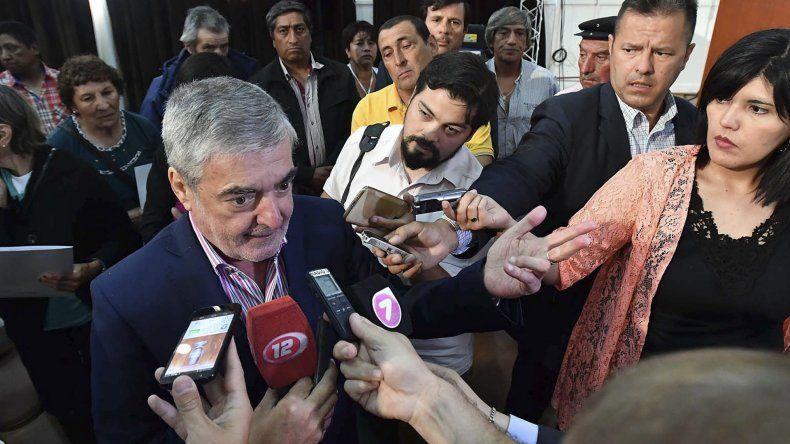 Mario Das Neves repasó ante la prensa todas las demandas que llevará a su reunión con funcionarios nacionales.