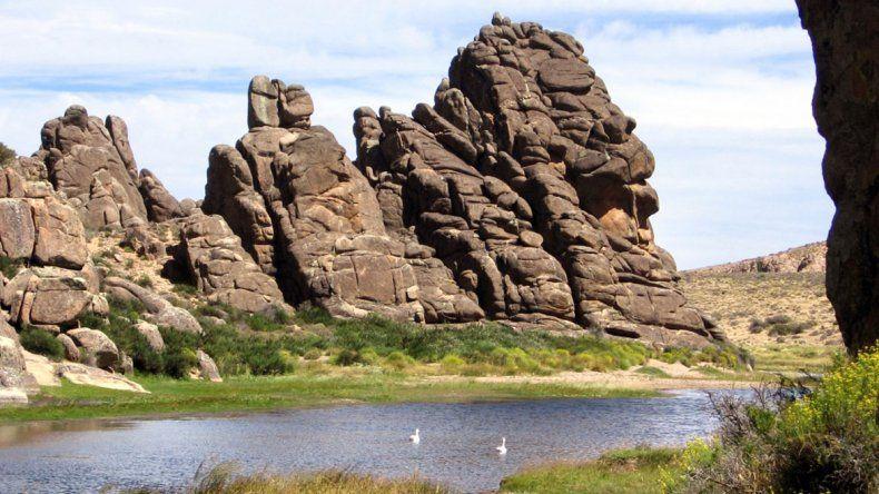 La majestuosa Meseta de Somuncurá, tallada  por el viento y el mar
