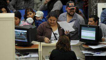 Exigirán que los empleados públicos se capaciten y rindan examen