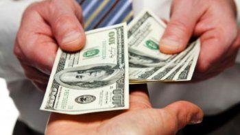 el dolar cae cinco centavos a $ 17,41