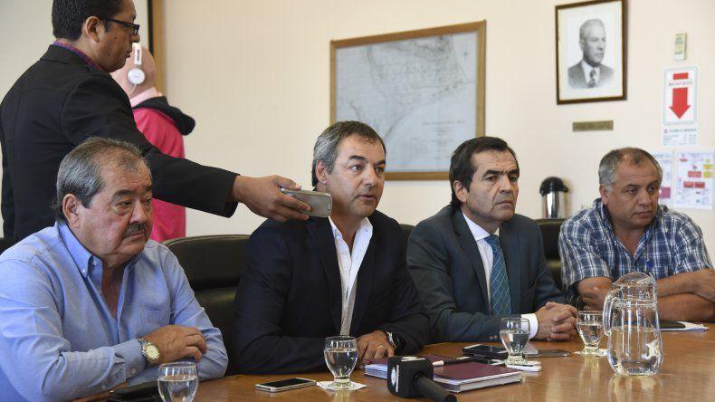 Gabriel Tcharian salió a deslindar responsabilidades ante las críticas por los reiterados cortes de agua en la ciudad.