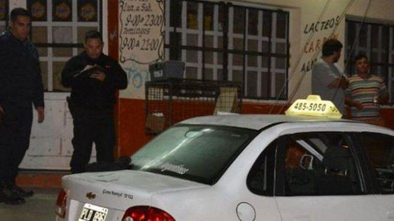 Dos jóvenes asaltaron a un taxista con cuchillos