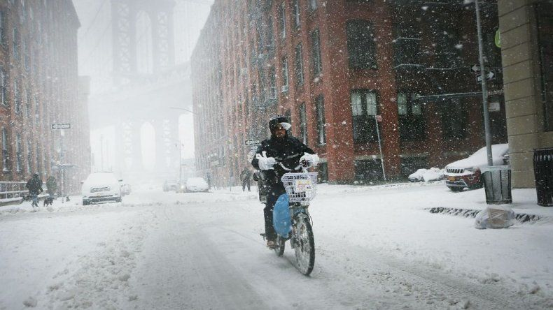 Un hombre en bicicleta