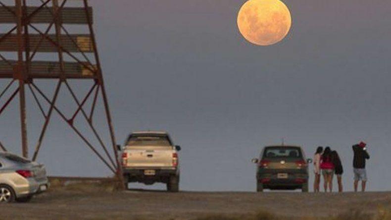 Así se vio la luna en la Patagonia
