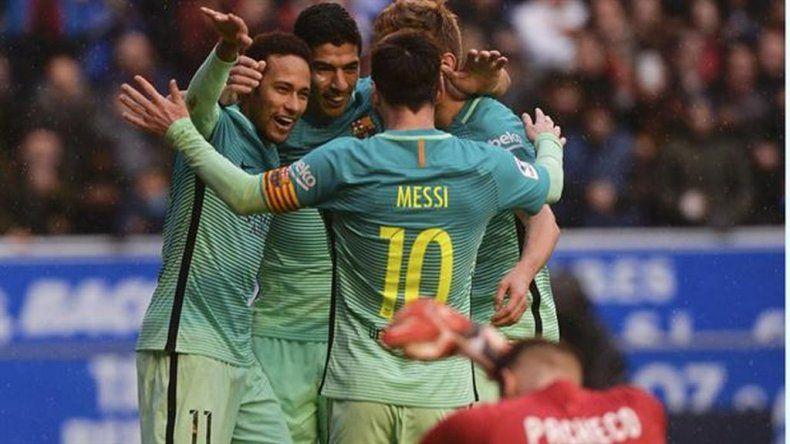 Con un gol de Messi, Barcelona aplastó al Alavés y es líder
