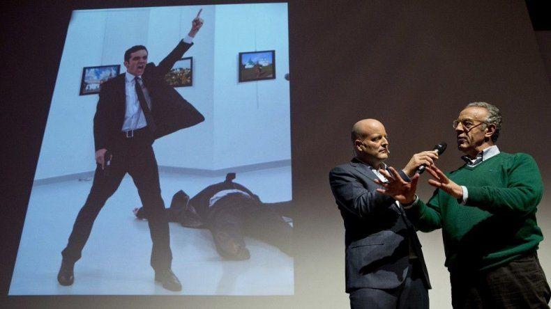 El fotógrafo Burhan Ozbilici recibe el premio