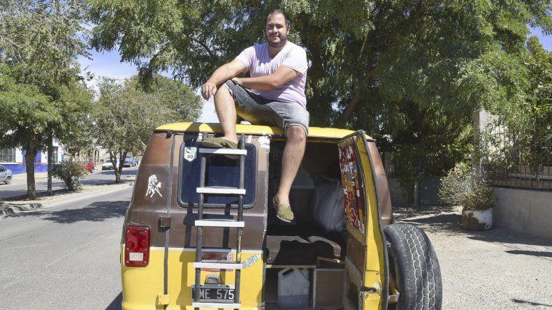 Ezequiel López comenzó a cumplir su sueño de recorrer Sudamérica cuando partió ayer hacia La Plata.