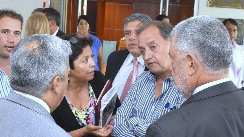 El intendente Carlos Linares mantuvo ayer una reunión con parte del bloque de diputados del Frente para la Victoria.