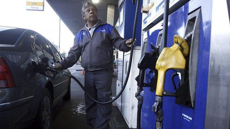 El expendio de naftas creció  2,9%, pero el de gasoil cayó 6,5%