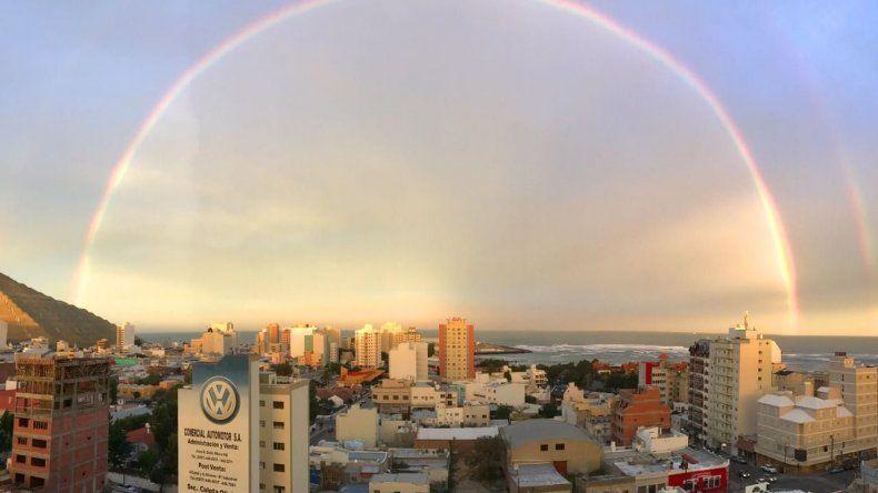 El arcorís que se pudo apreciar en la tarde ayer en Comodoro Rivadavia.