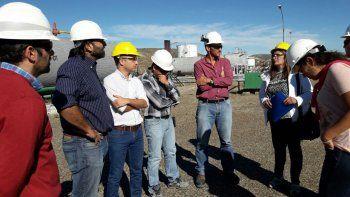 El concejal Nicolás Caridi y el subsecretario de Medio Ambiente, Daniel González, realizaron una visita a la planta deshidratadora de CAPSA para descartar que ciertos olores que afectan a ese barrio provengan de esas instalaciones.