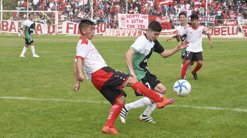 Jeremías Asencio fue autor del primer gol ayer en el triunfo de Huracán frente a Petroquímica.