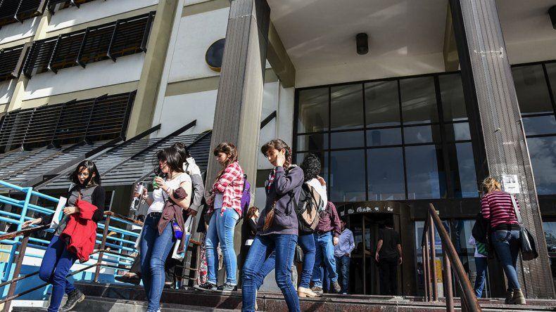 Mañana y el miércoles docentes de la Universidad Nacional de la Patagonia San Juan Bosco también adherirán al paro nacional de 48 horas.